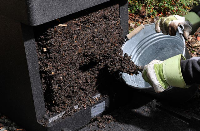 Removing mature HOTBIN compost